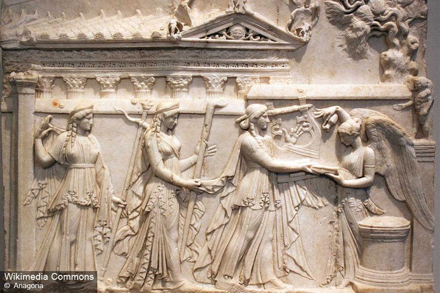 античный барельеф фото считая платья девочки